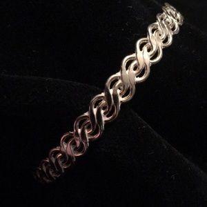 Gorgeous gold bangle bracelet Vintage